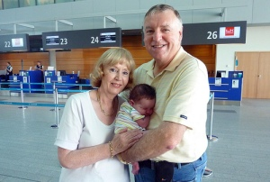 Garry-Jenny-Mia-airport-1